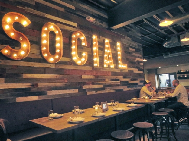 SOCIAL sign_Ssi.JPG